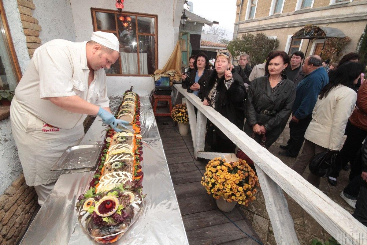 Украинцы потребляют в основном привозную рыбу: более 75 процентов общего фонда потребления обеспечивают импортные поставки / Фото УНИАН, Алексей Сувиров