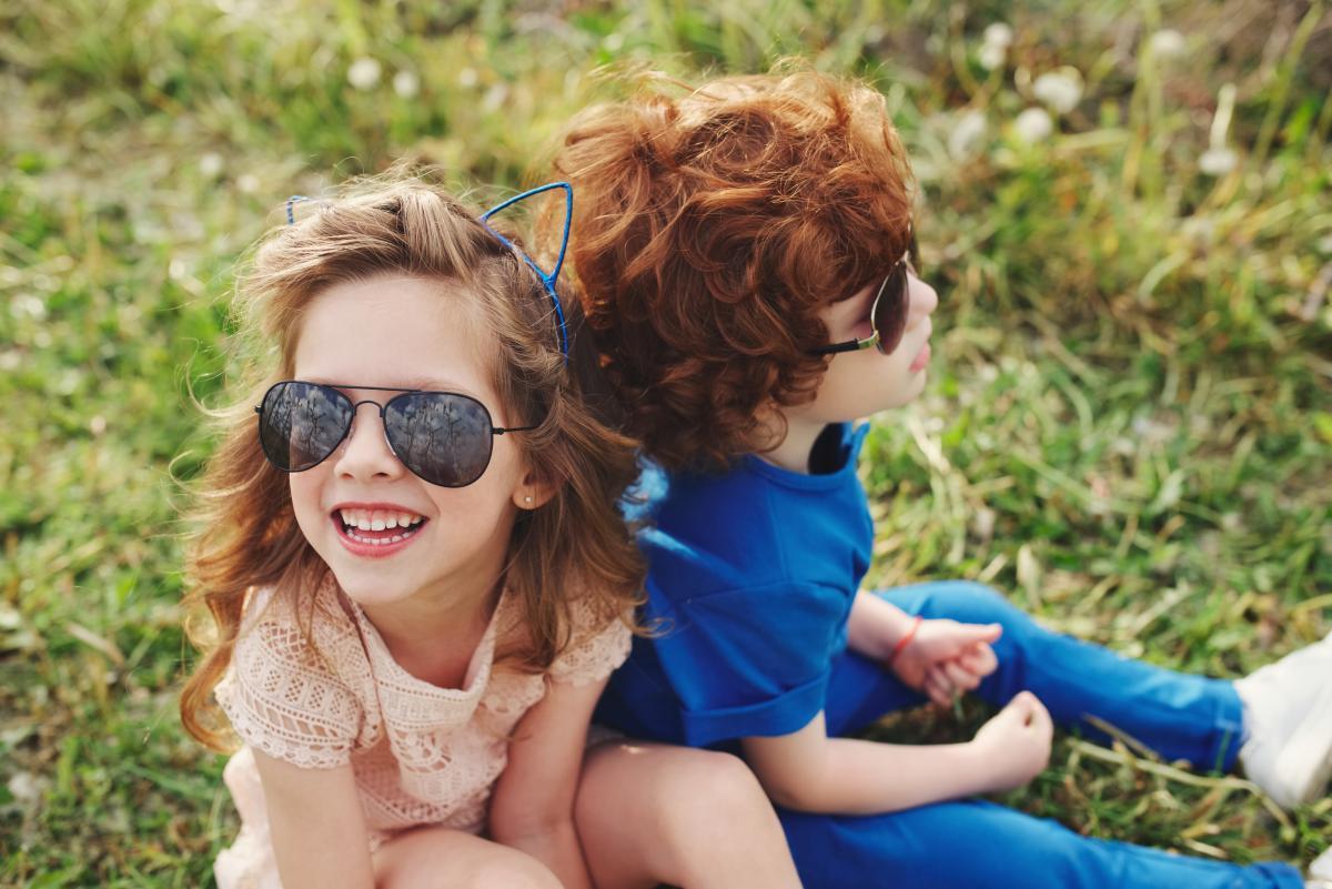 День братьев и сестер - поздравления / фото ua.depositphotos.com