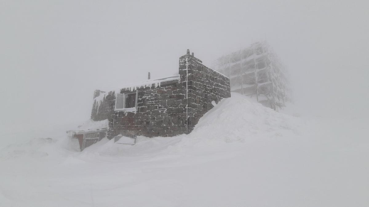 В Карпатах продолжается настоящая зима / Фото facebook.com/chornogora.rescue112