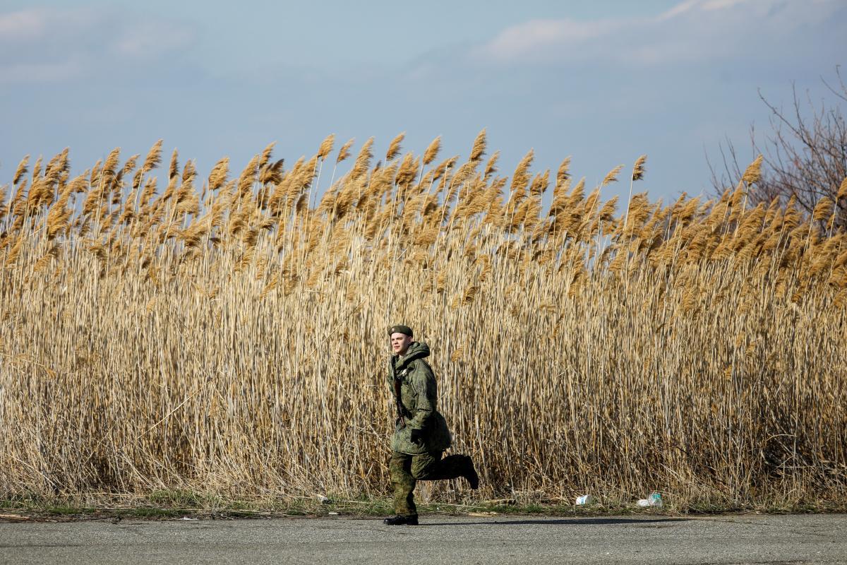 Стягивание войск РФ - Россия перебросила в Крым подразделение армии, воевавшей на Донбассе / Фото: REUTERS