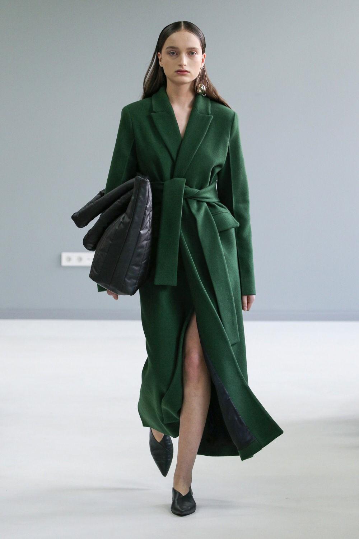 Довгі пальта весна 2021 / фото pinterest.com