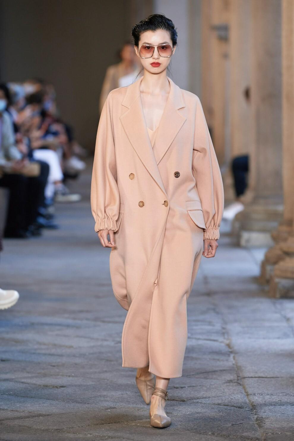 Модні пальта весна 2021 / фото Max Mara
