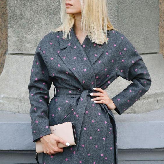 Пальто в горошок 2021 / фото pinterest.com