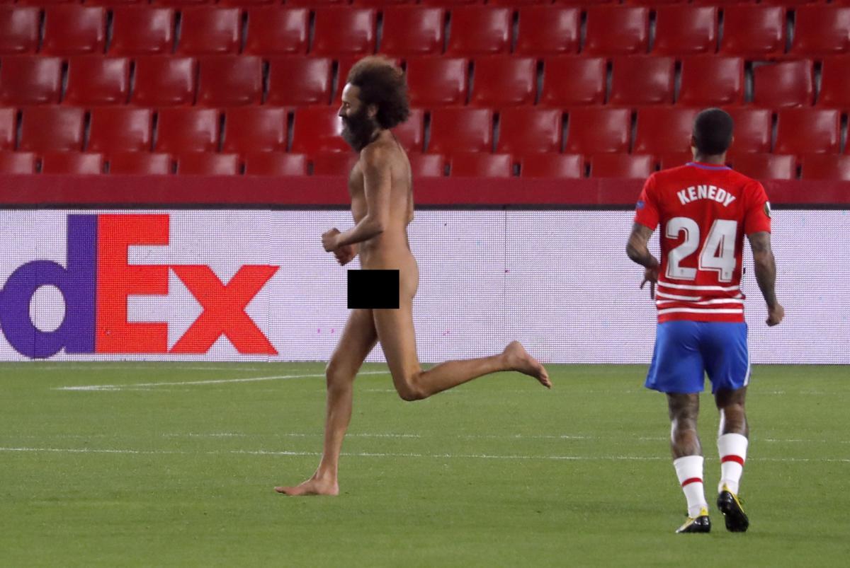 Ольмо Гарсиана поле во время матча / фото REUTERS