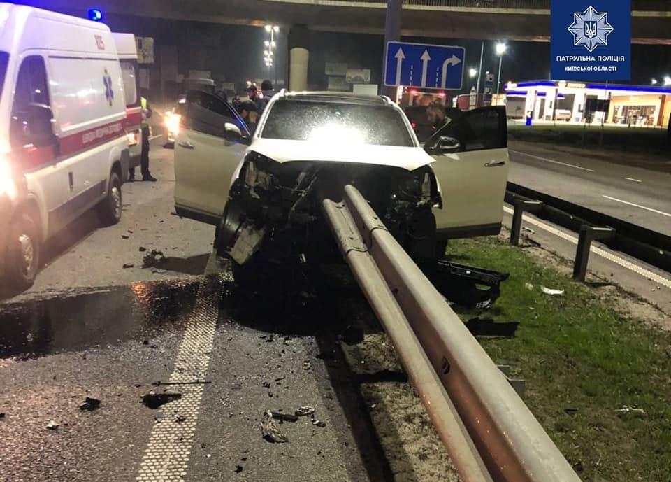 23-летний пассажир внедорожника получил телесные повреждения / фото Патрульная полиция Киевской области