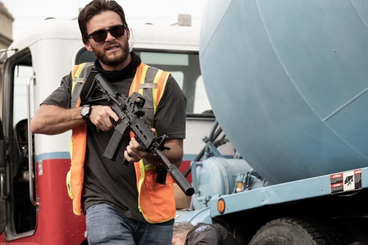 """Скотта Иствуд играет опасного парня / кадр из фильма """"Гнев человеческий"""""""