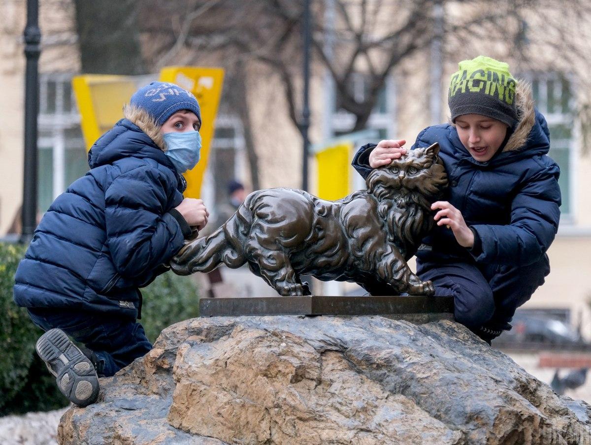 За сутки коронавирусом заболели 1553 ребенка \ фото УНИАН
