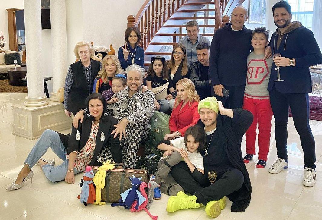 Ани Лорак с экс-мужем пришла на празднование дня рождения дочери Филиппа Киркорова / фото instagram.com/anna_netrebko_yusi_tiago/