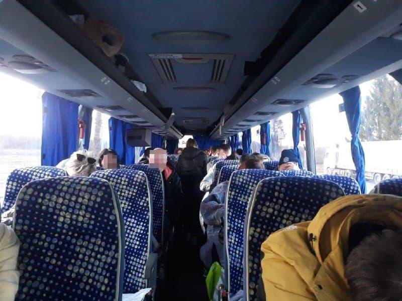 Усі пасажири автобуса з Білорусі мали підроблені результати ПЛР-тестів / фото dpsu.gov.ua