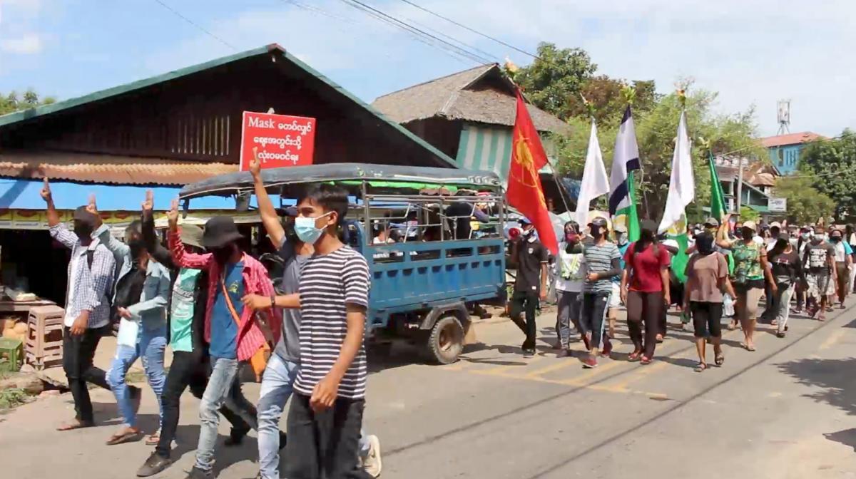 В Мьянме в результате нападения на полицейский участок погибли по меньшей мере 10 копов / Фото: REUTERS