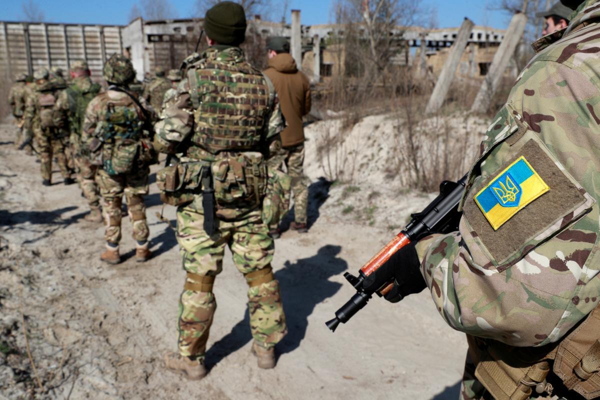 Украинские бойцы готовятся к возможному наступлению России / фото REUTERS