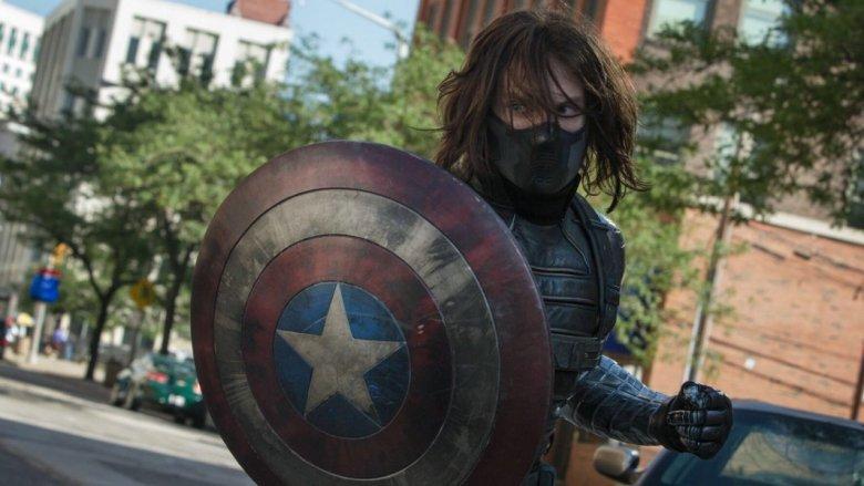 В комиксах новым Капитаном Америка стал Баки Барнс / Кадр из фильма «Первый мститель: Зимний солдат»