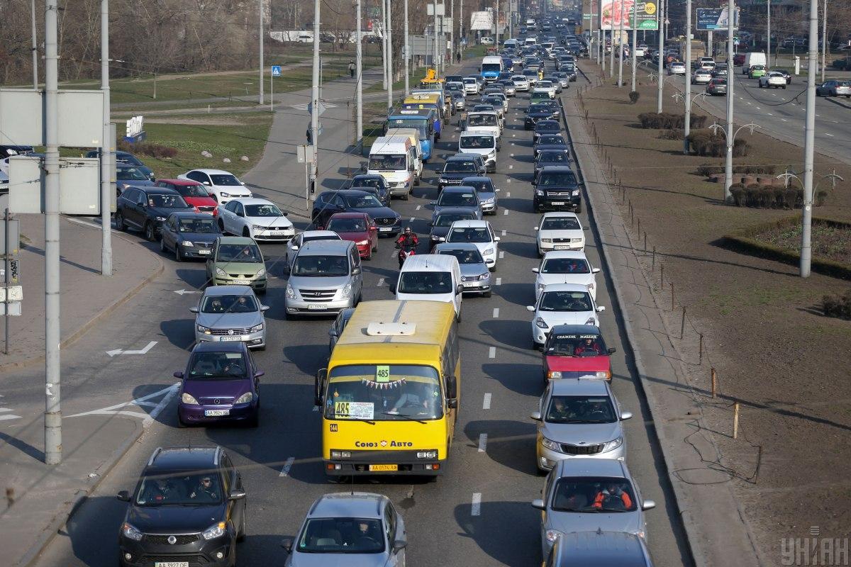 Ограничение осуществляется на всех подъездах к Киеву / фото УНИАН, Вячеслав Ратынский