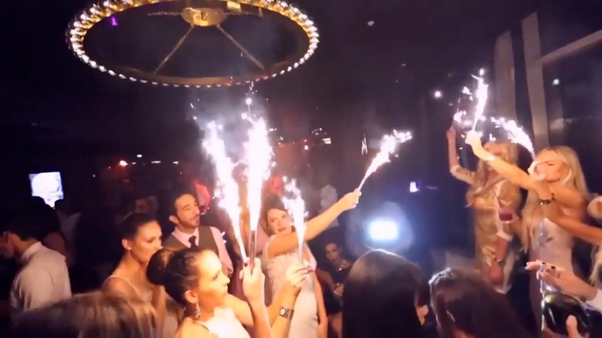 У нічних клубах чи на закритих вечірках, патігьолз і шампаньгьолз, стають прикрасою столу для заможних іноземців