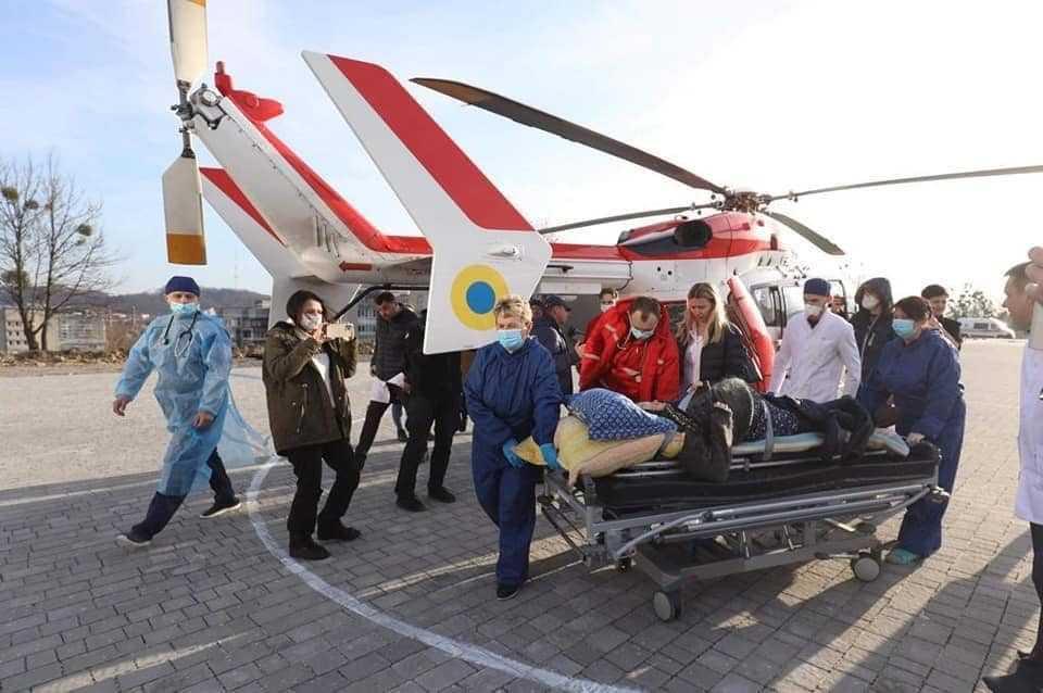 Гелікоптер обладнаний усім необхідним, як стандартний реанімобіль / фото Львівський обласний центр екстреної медичної допомоги та медицини катастроф/Facebook