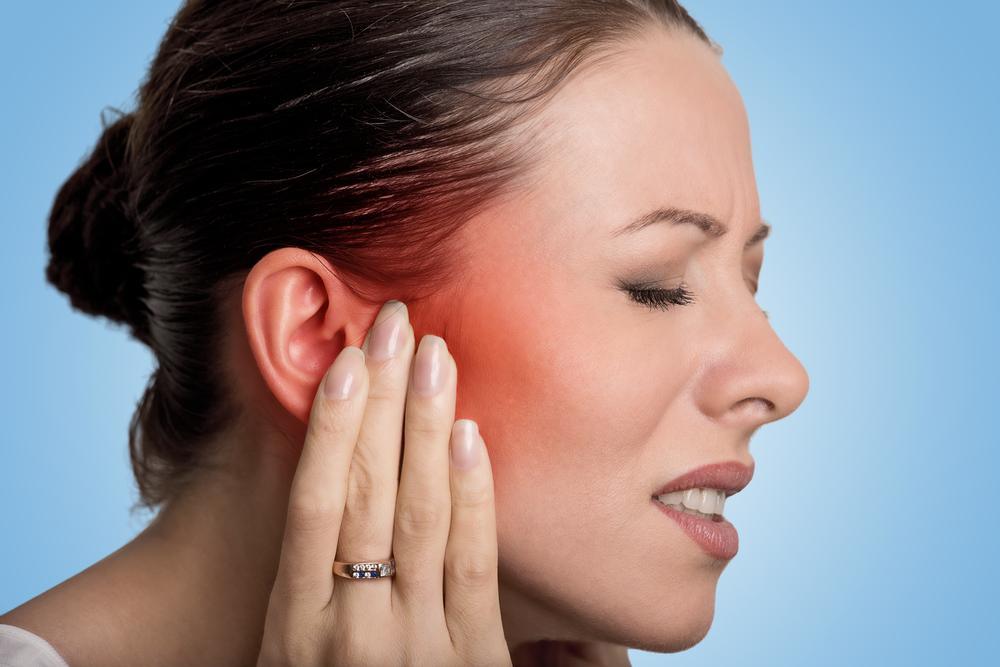 Чому болять вуха / фото ua.depositphotos.com