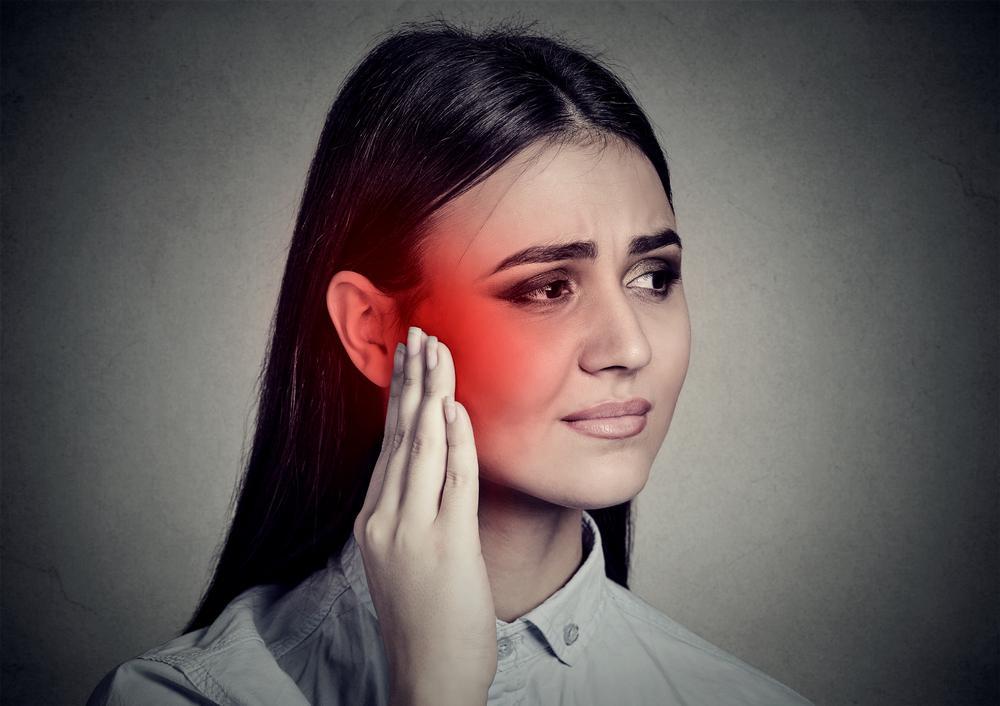 Чому болить вухо у дорослих / фото ua.depositphotos.com