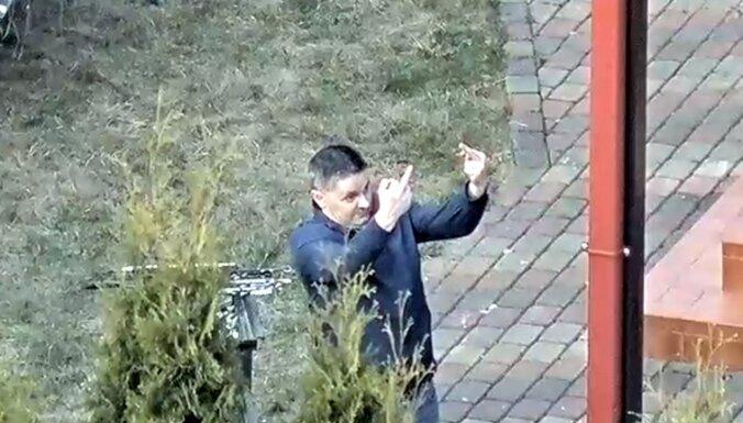Російський дипломат влаштував гулянку з алкоголем в Латвії не показував середній палець / фото delfi.lv