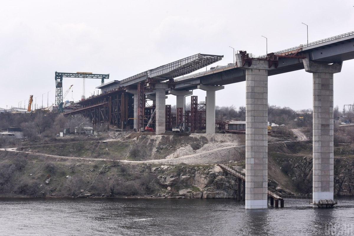 Запорізький вантовий міст почали будувати ще в 2004 році / фото УНІАН, Олександр Прилепа
