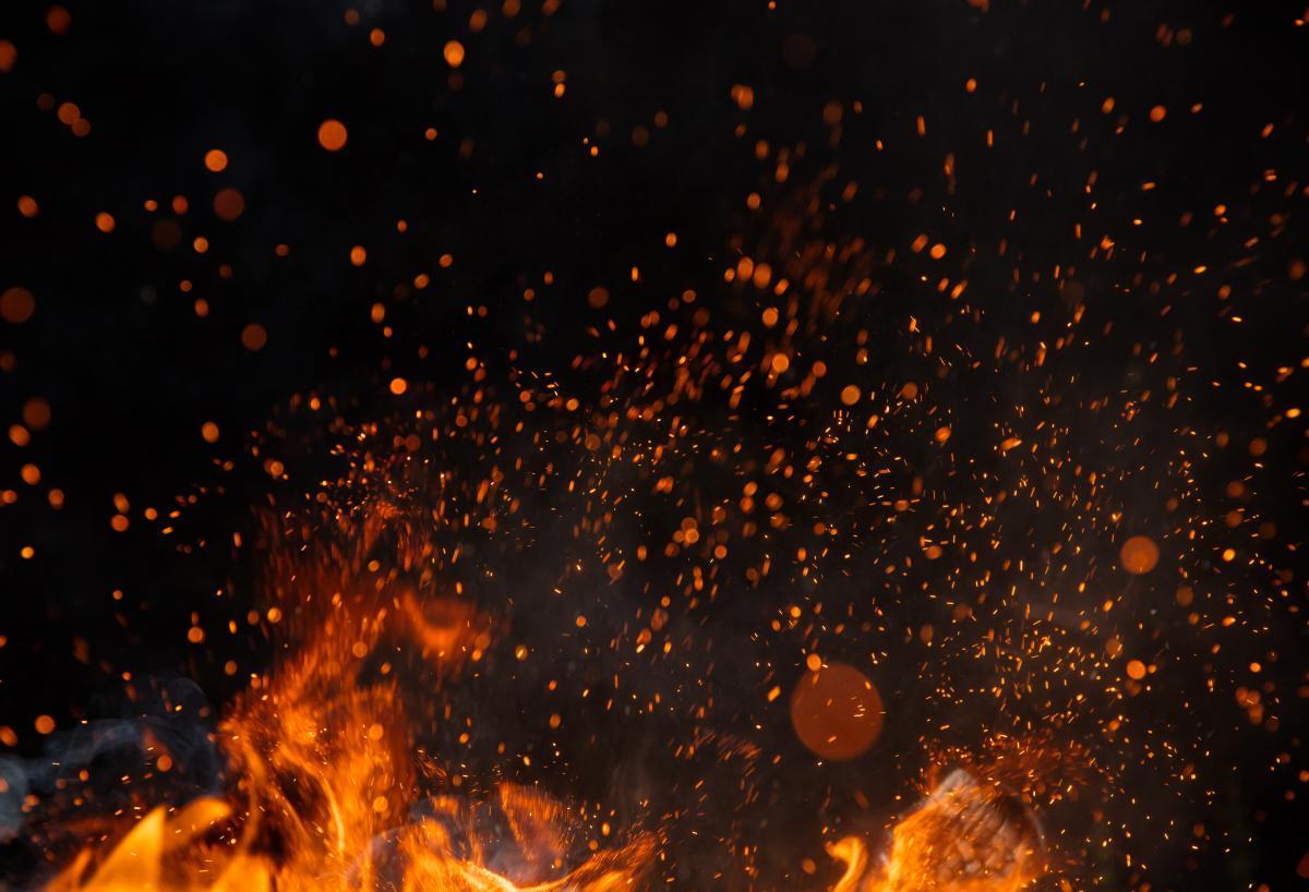 По данным источников, пожар произошел в результате взрыва кислородного баллона / фото ua.depositphotos.com