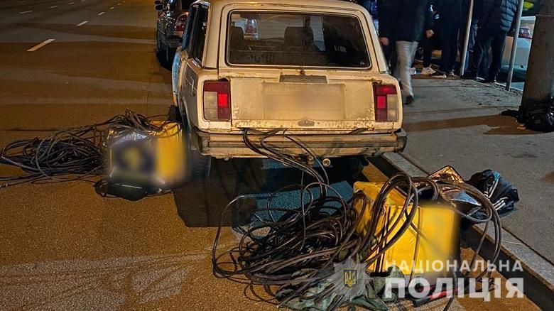 У Києві серійні крадії ліфтового обладнання видавали себе за кур'єрів/ фото Національноїполіції
