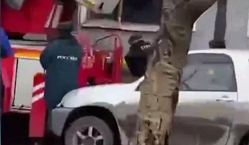 ОМОНовцы задержали мужчину / скриншот