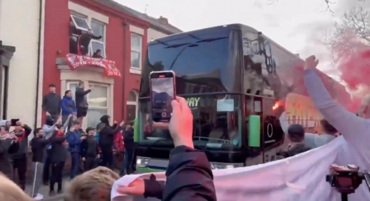 Автобус Реала по пути на Энфилд / фото REUTERS