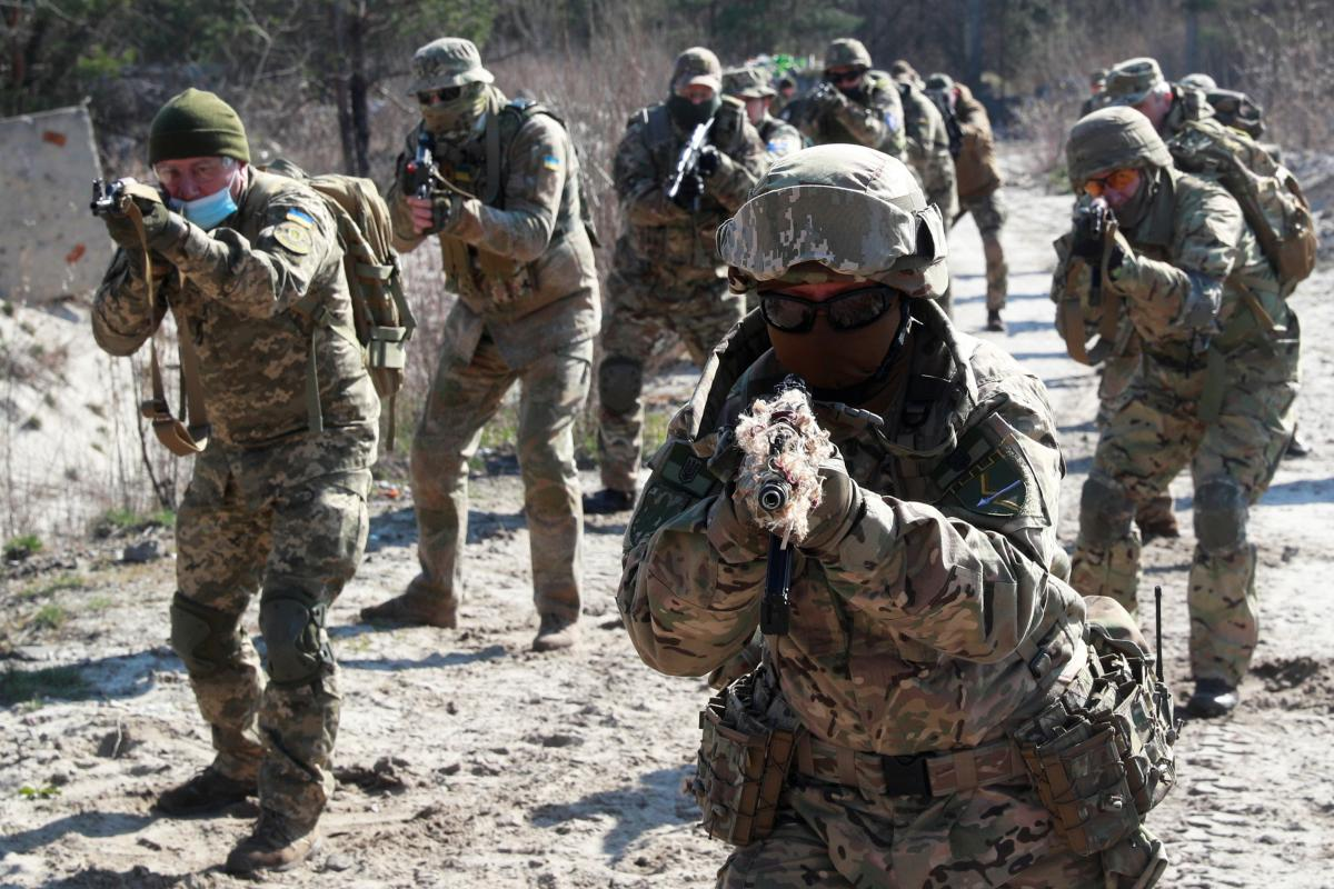 Ukraine reports 16 new COVID-19 cases in armed forces as of June 8 / REUTERS