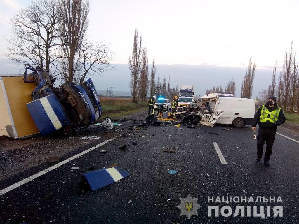 Столкновение двух автомобилей произошло сегодня утром / фото Нацполиции