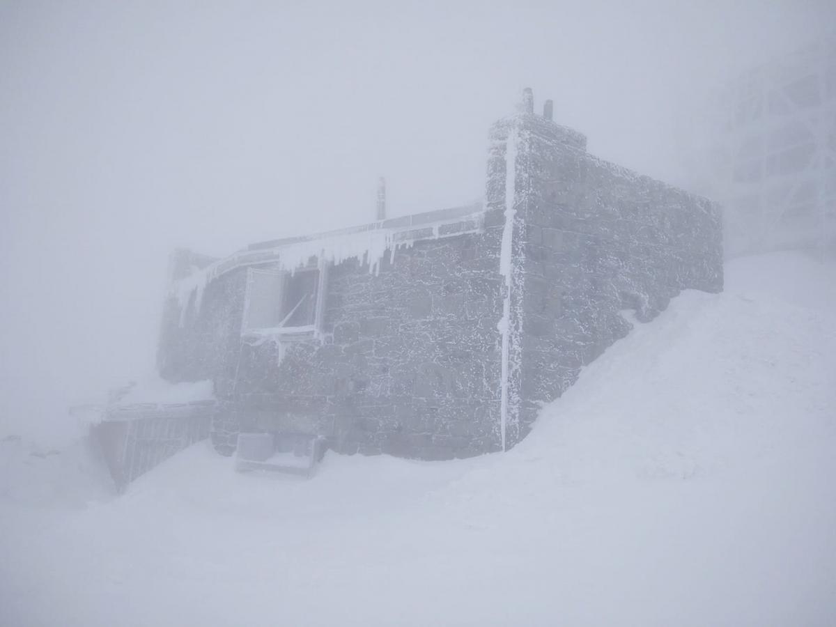 В горах до сих пор продолжается зимняя погода / Фото facebook.com/chornogora.rescue112