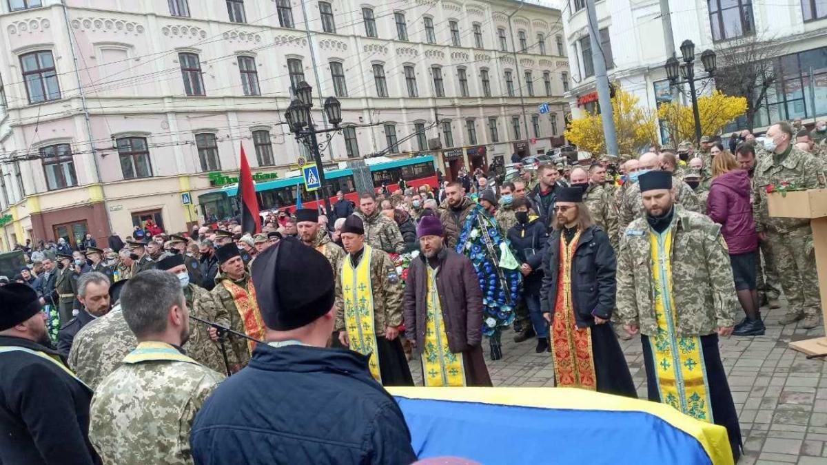 Військового поховають на Алеї героїв Центрального кладовища Чернівців / фото УНІАН