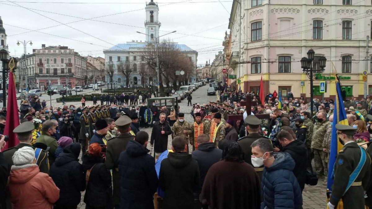 На церемонію прощання зібралися понад 200 людей / фото УНІАН