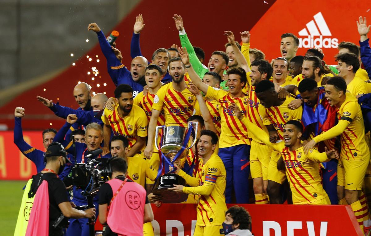 Барселона - обладатель трофея / фото REUTERS