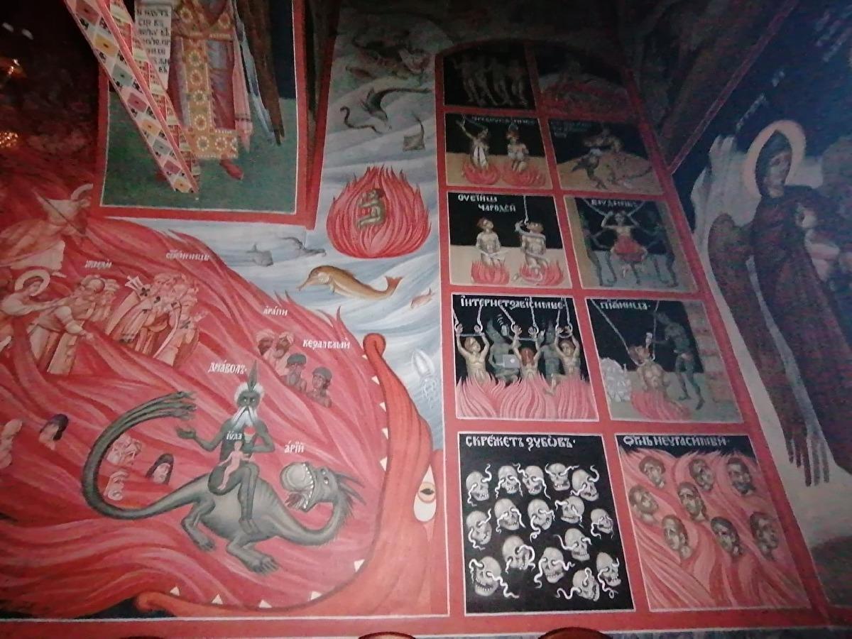 Фрески несколько лет назад написал румынский иконописец Руслан Гебя / фото Евгений Александров