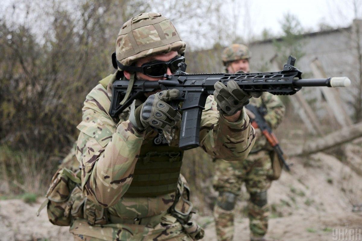 Українська армія відпрацьовує кілька варіантів оборони / фото УНІАН, Віктор Ковальчук
