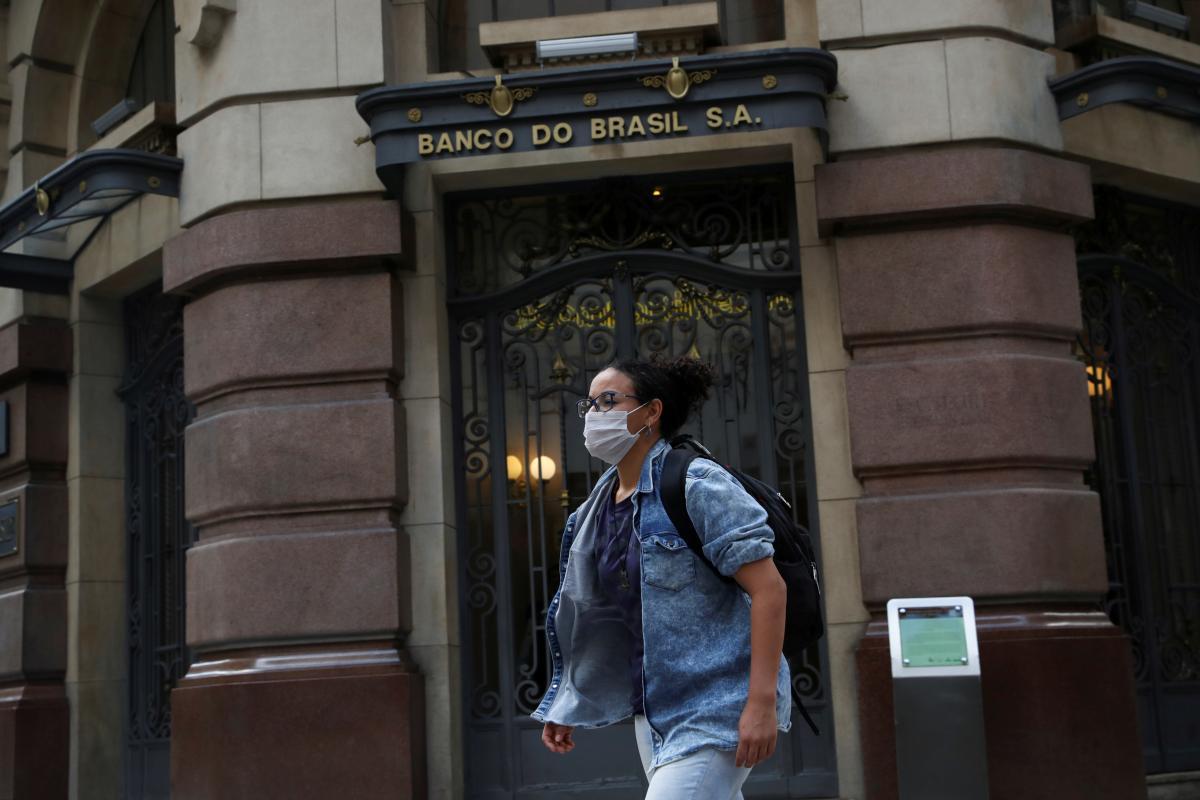 Бразилия сейчас является одним из мировых эпицентров пандемии COVID-19 / фото REUTERS
