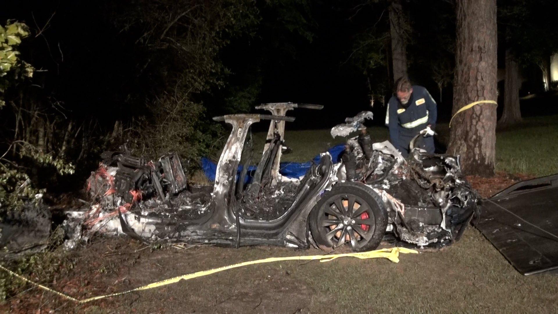 За інформацією поліції, під час аварії одна людина була на передньому пасажирському сидінні, інша - на задньому / twitter.com/MattKHOU
