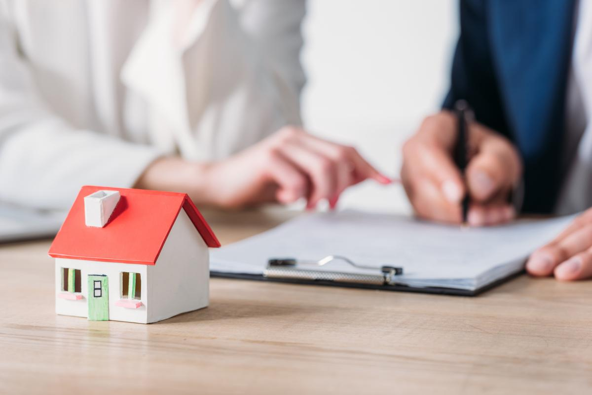Наиболее яркой тенденцией прошлого года в кредитовании физических лиц, которая продолжается и в этом году, стало оживление ипотечного кредитования / фото ua.depositphotos.com