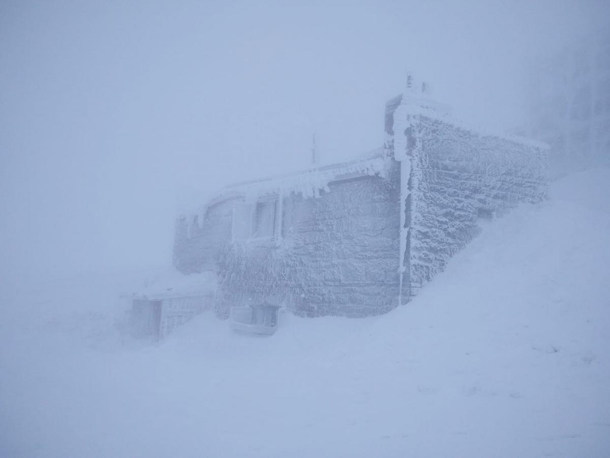 В горах все еще продолжается зима / Фото facebook.com/chornogora.rescue112