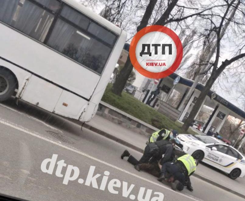 Фото задержания маршрутчика / dtp.kiev.ua