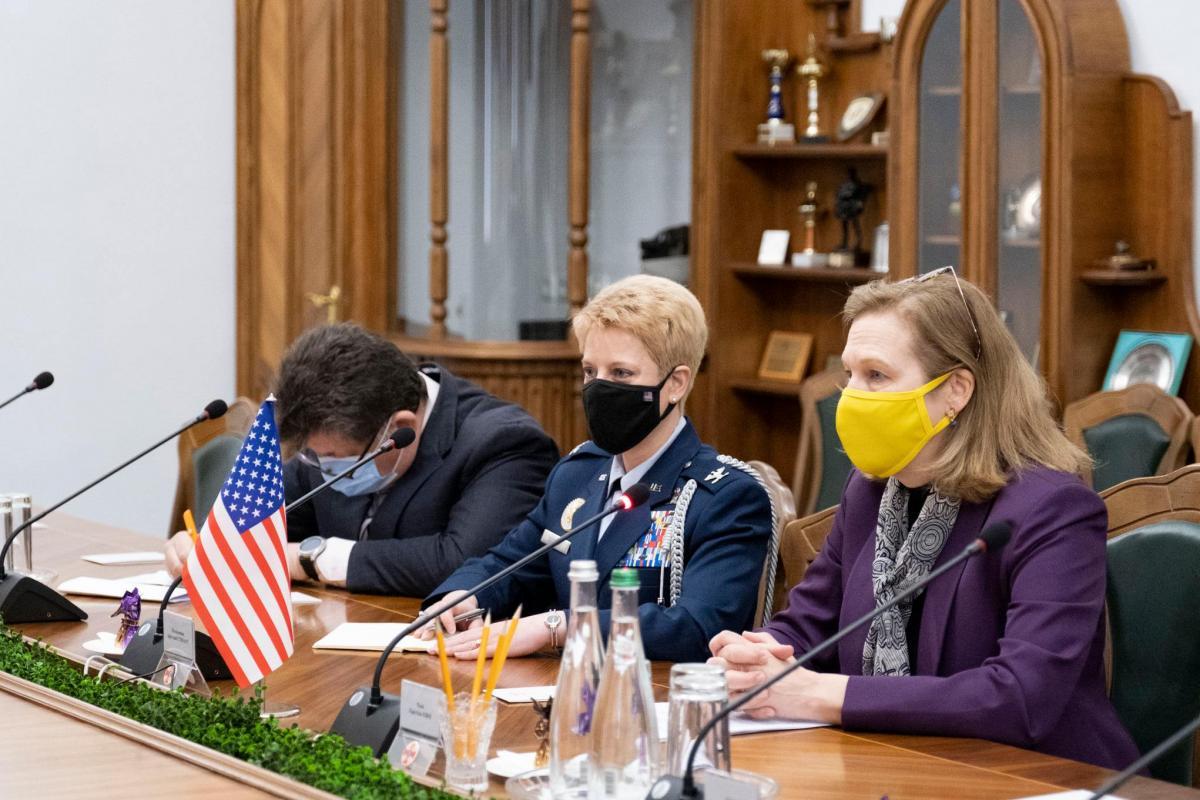 Кристина Квин встретилась с министром обороны Украины Андреем Тараном / фото facebook.com/usdos.ukraine