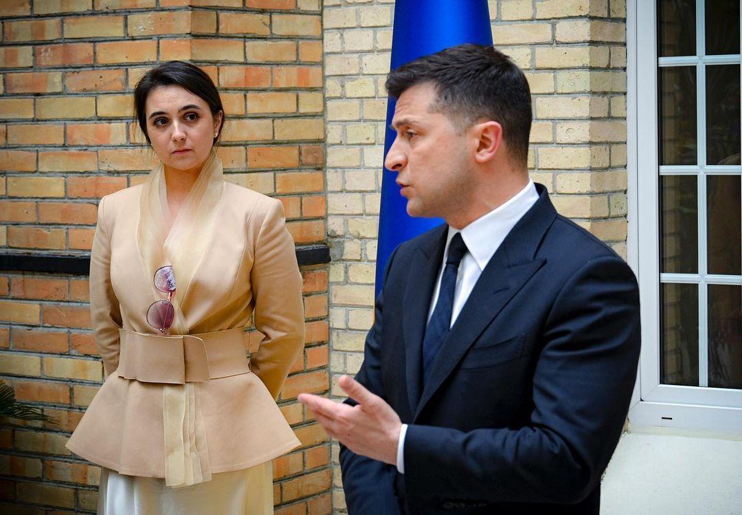 Мендель - эксперт по этикету оценила скандальный стиль пресс-секретаря Зеленского в Париже / instagram.com/iuliia_mendel