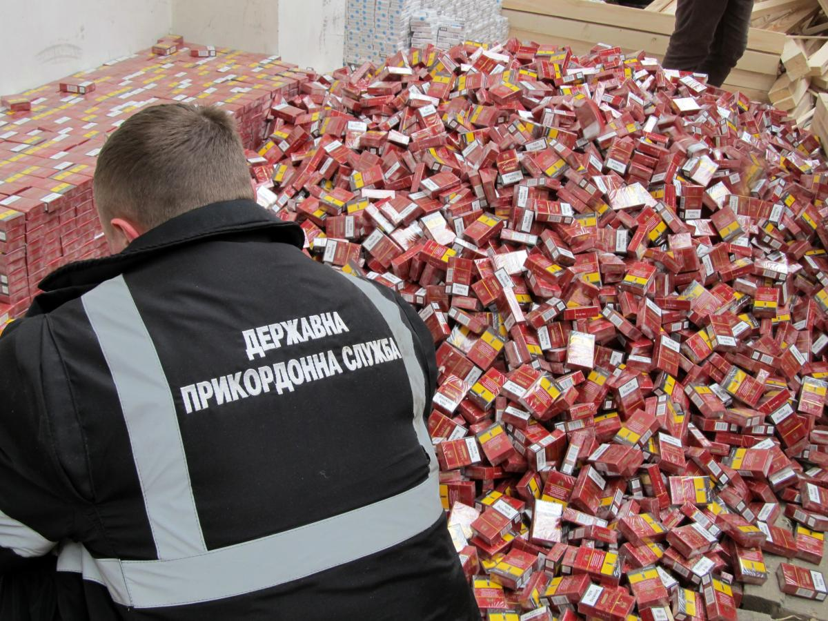 В Раду был подан на рассмотрение законопроект, предусматривающийуголовную ответственностьза контрабанду подакцизных товаров – сигарет и алкоголя / фото ua.depositphotos.com