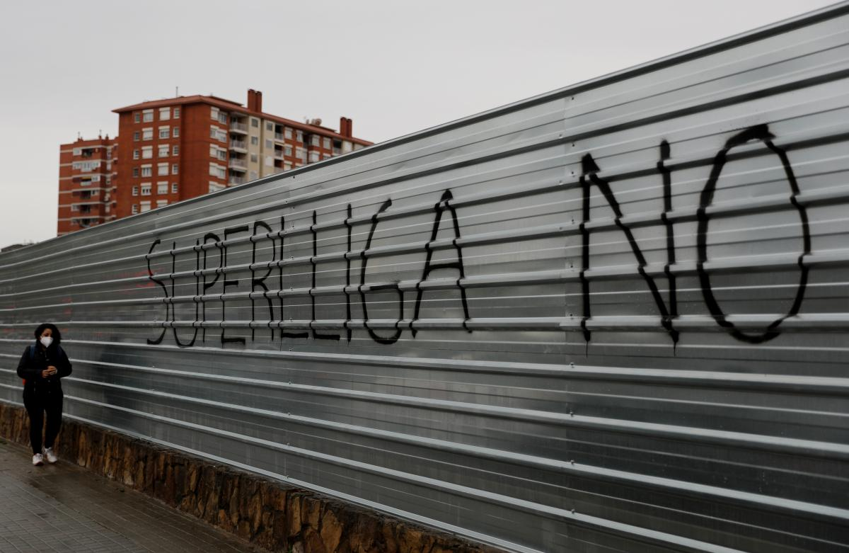 """Надпись """"Суперлиге - нет"""" / фото REUTERS"""