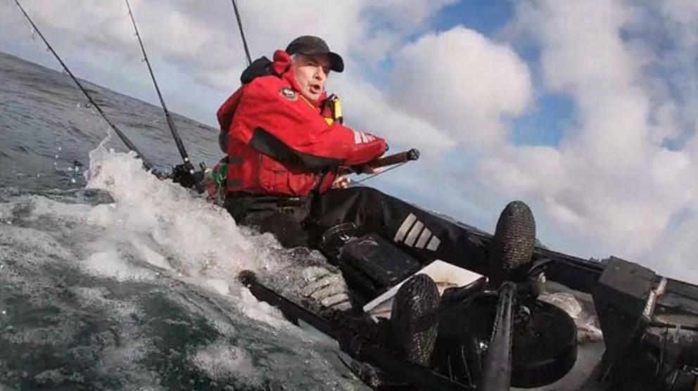 Рыбак Грэхем Смит поймал на удочку атлантическую сельдевую акулу/ скриншот из видео