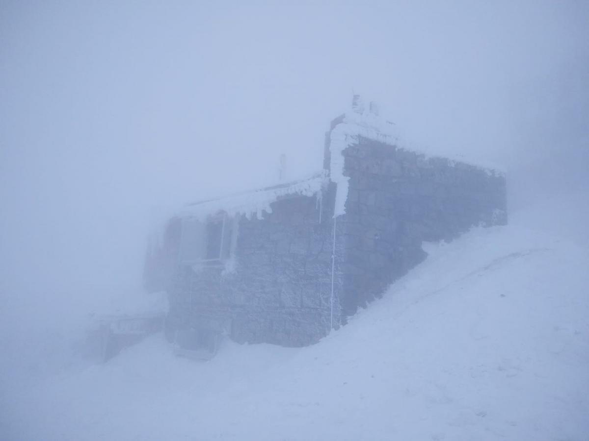 В Карпатах до сих пор продолжается зима / Фото facebook.com/chornogora.rescue112