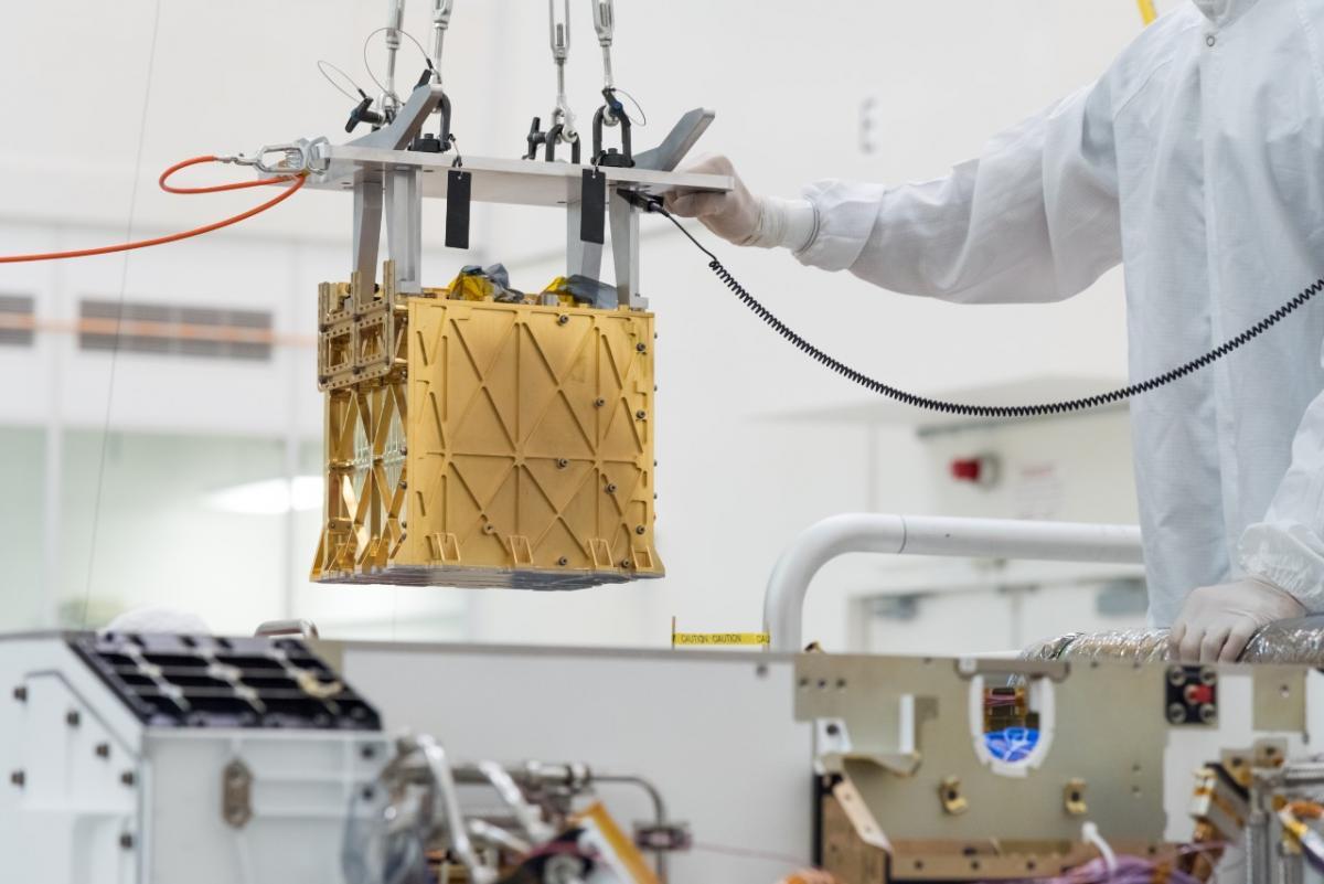 Кислород является ключевым фактором для запуска ракет ижизни астронавтов, так что возможность добывать его на Марсе, по словам специалистов, помогла бы воплотить в жизнь научную фантастику / фото NASA/JPL-Caltech