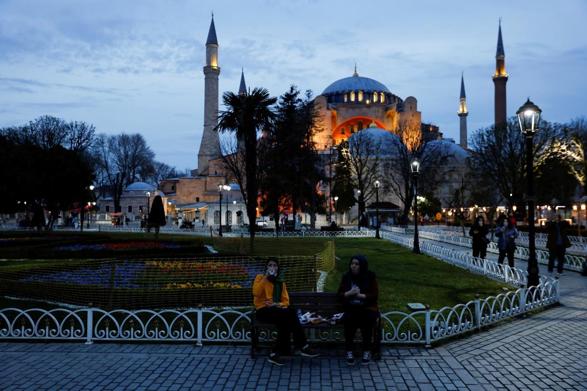 В Туреччині запроваджують триденну загальнонаціональну комендантську годину \ фото REUTERS