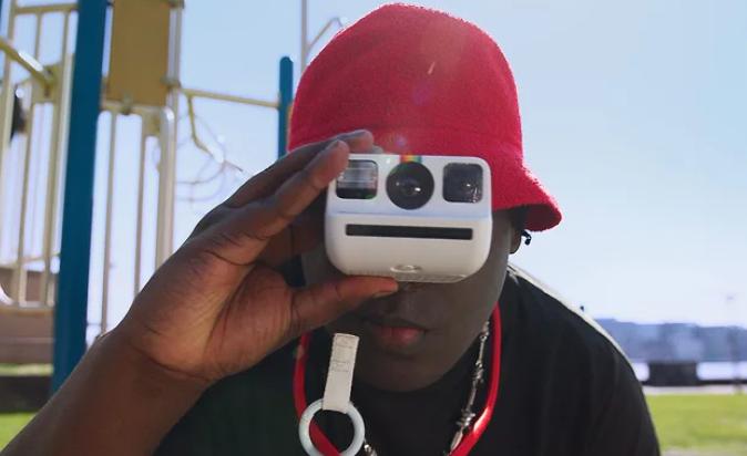 Polaroid Go працює зі зменшеними картриджами \ Фото: Polaroid