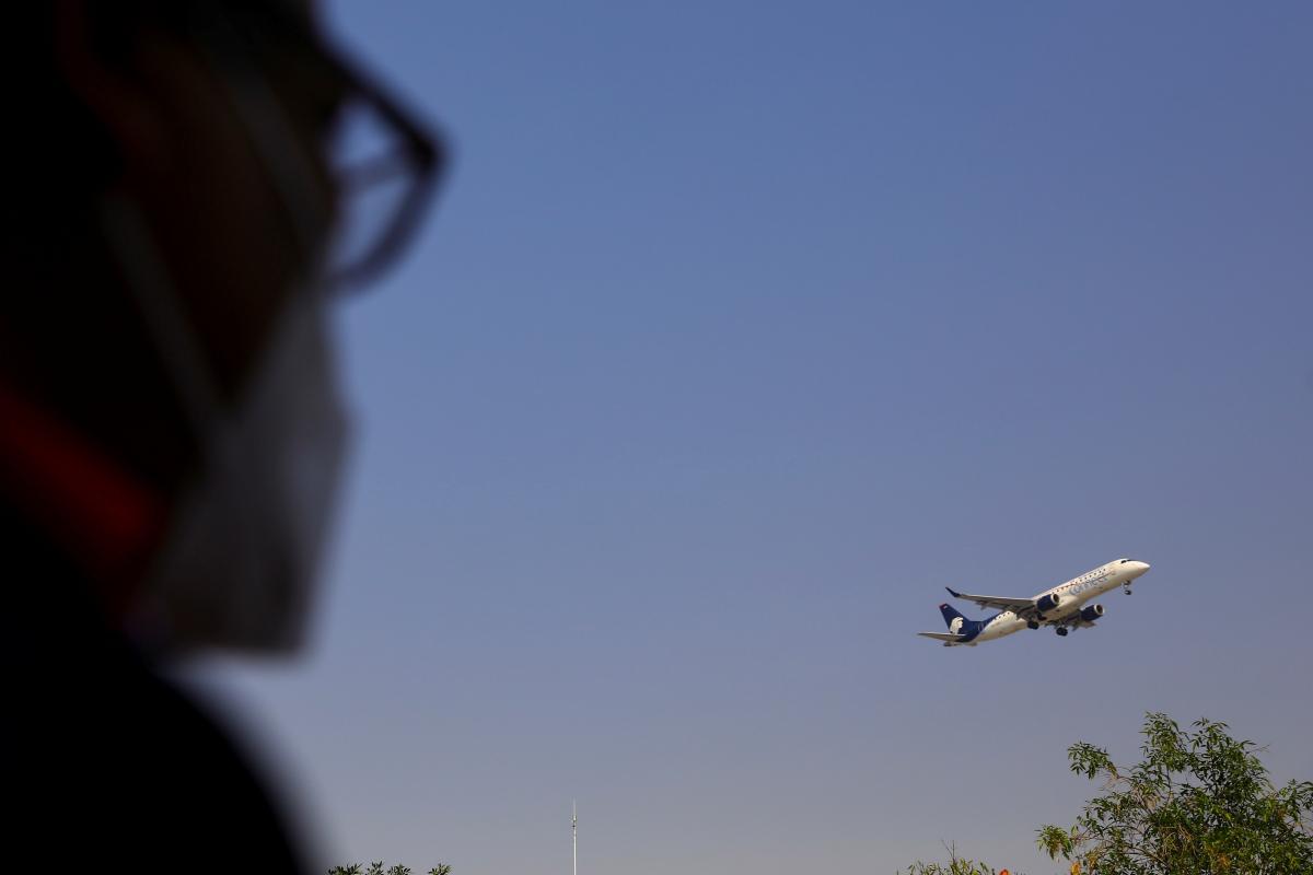 Причина посадки самолета-отказ двигателя / фото REUTERS